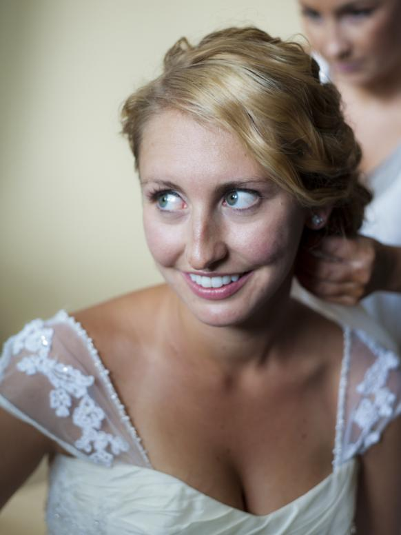 Beautiful bride getting ready in Pincourt